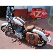 Alforja para Sportster Harley Davidson mod, SPARTA - Skull Hat - Marrón Cuero - Hueco Amortiguador - IZQUIERDA - Específica