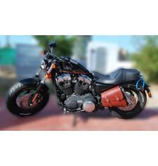 Alforja de basculante para Sportsters Harley Davidson mod, LEGION color cuero